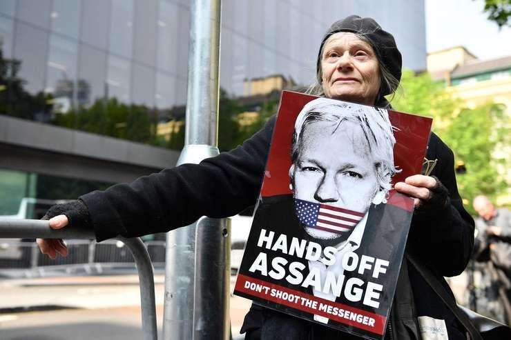 Demonstrație pro-Assange la Londra