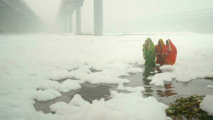"""Scene de poluare la New Delhi din filmul """"Invisible demons"""" al indialului Rahul Jain, prezentat la Cannes în 2021."""
