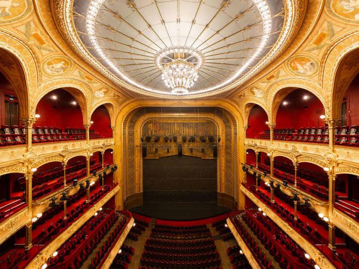 2.000 de locuri într-o sală de 1862 complet renovată pe scena careia s-au succedat creatii mondiale a unor ilustri artisti, Théâtre du Châtelet Paris.
