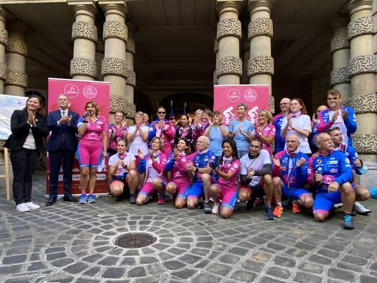 Echipa Casiopeea implicata în parcursul ciclist, la Ambasada României în Paris, la plecarea spre Ambasada Frantei din Bucuresti, 17 septembrie 2021