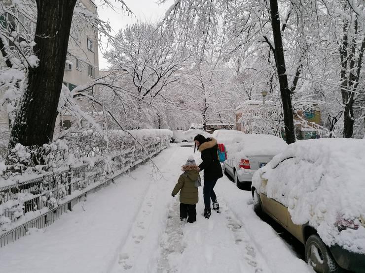 Zăpada, bucuria copiilor, oroarea adulților (Foto: RFI/Cosmin Ruscior)