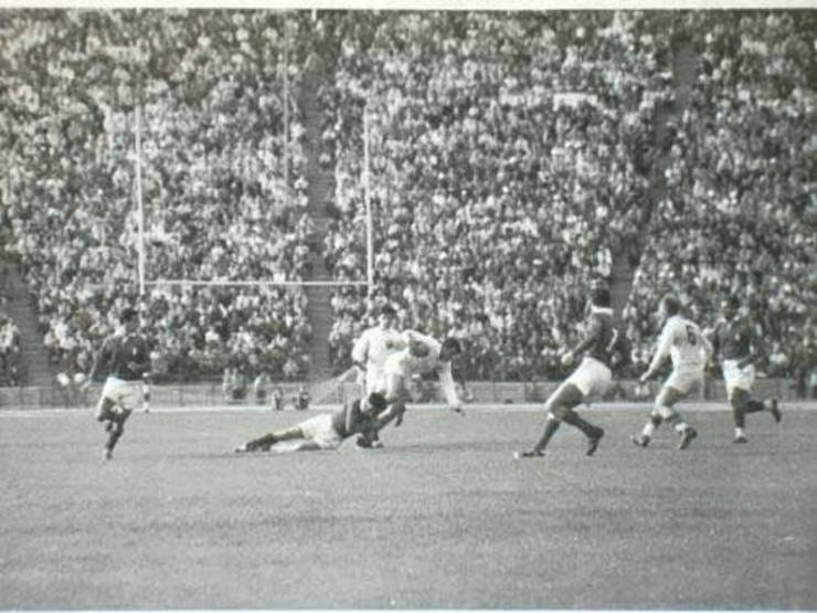 Fază din meciul România - Franța 1960