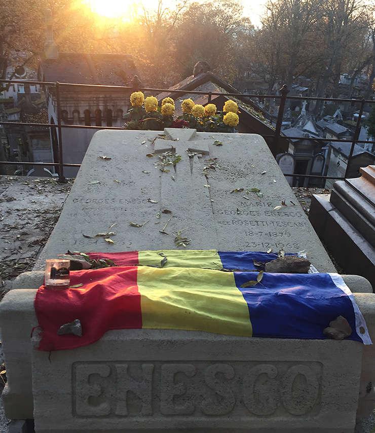 Locul unde a fost înmormântat George Enescu – pe o colină a cimitirului Père-Lachaise.