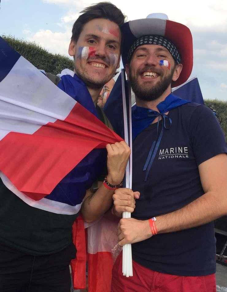 Suporteri ai echipei Frantei, bucurosi de victorie