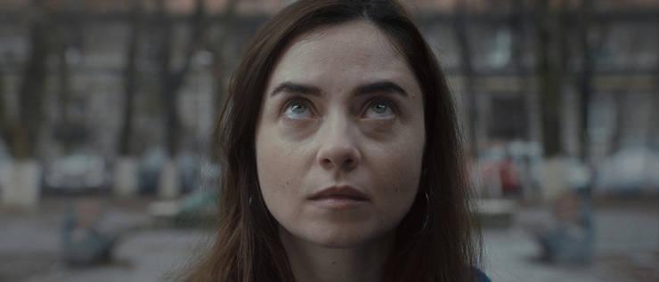 """Cosmina Stratan în filmul """"Interfon 15"""" de Andrei Epure."""