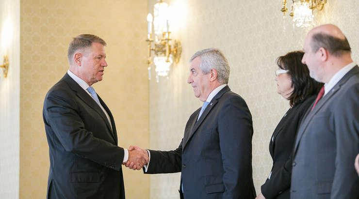 Președintele Klaus Iohannis și delegația ALDE, condusă de Călin Popescu Tăriceanu (Sursa foto: presidency.ro)