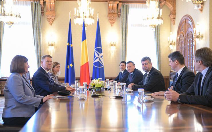 Klaus Iohannis discută cu delegația PSD (Sursa foto: presidency.ro)