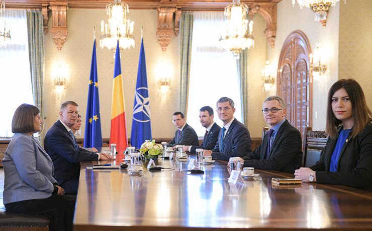 Klaus Iohannis discută cu delegația USR (Sursa foto: presidency.ro)