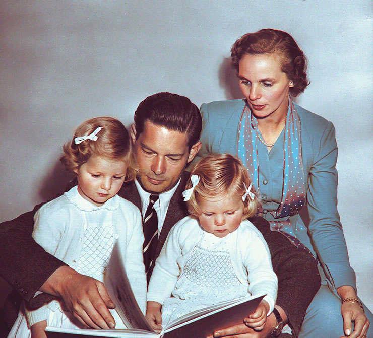 Majestatea Sa Regele Mihai în exil, alături de Regina Ana şi Principesele Margareta şi Elena