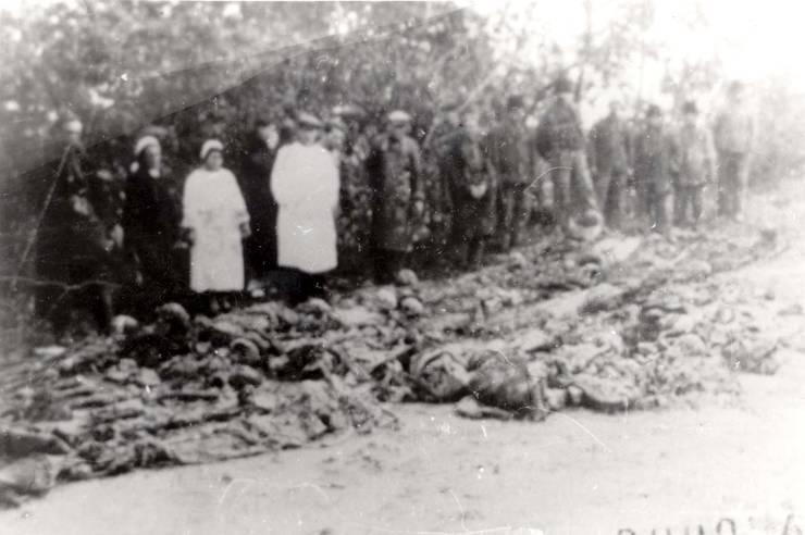 Exhumare după război de cadavre ale masacrelor evreilor din 1941, Lăpușna, Basarabia