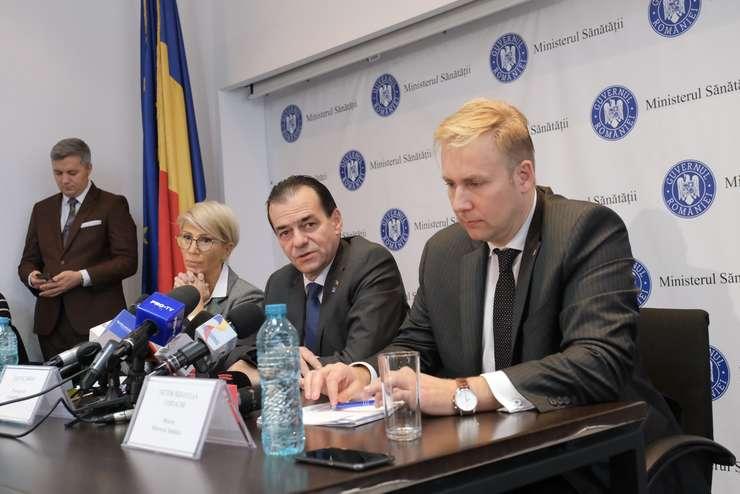 Ludovic Orban, încadrat de Raluca Turcan și Victor Costache (Sursa foto: gov.ro)
