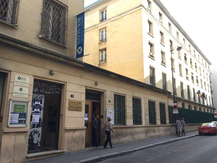 Lumea nu s-a grabit sa voteze in prima zi de vot din cele trei disponibile pentru alegerile prezidentiale, Ambasada României la Paris si Institutul Cultural Român din Paris, 8 noiembrie 2019