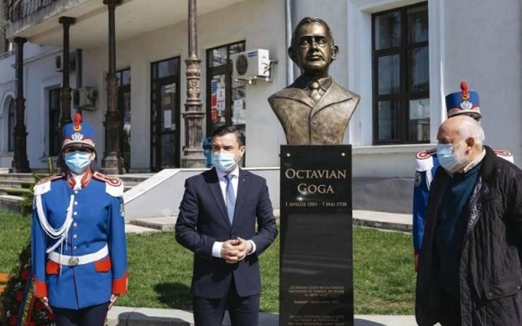 Mihai Chirica inaugurează bustul lui Octavian Goga la Iași
