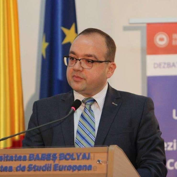 Valentin Naumescu este profesor la Facultatea de Studii Europene a UBB Cluj