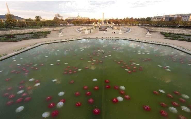 Nymphéas Post déluge II a fost realizata de artistul francez Noel Dolla în fântâna din Jardin des Tuileries, Paris.