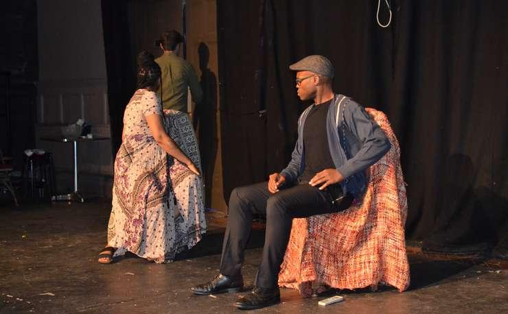 Actori pe scena Teatro Technis