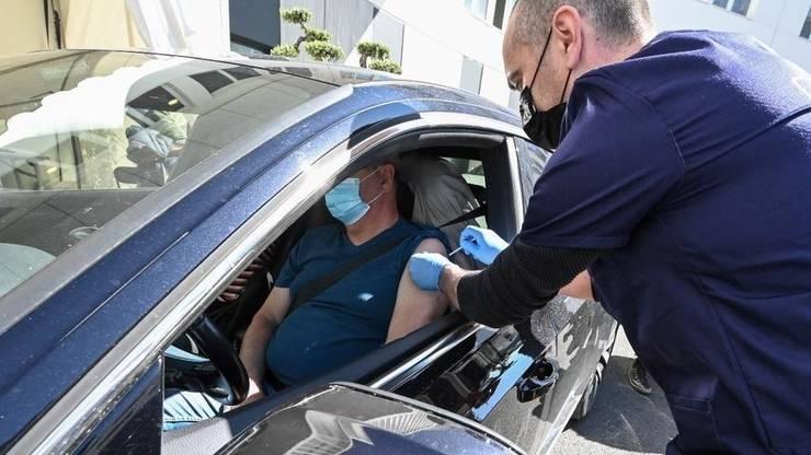 Primul VACCIDRIVE - unde se poate administra o doza de vaccin anti-Covid-19 a fost deschis în apropiere de Montpellier, 13 aprilie 2021.