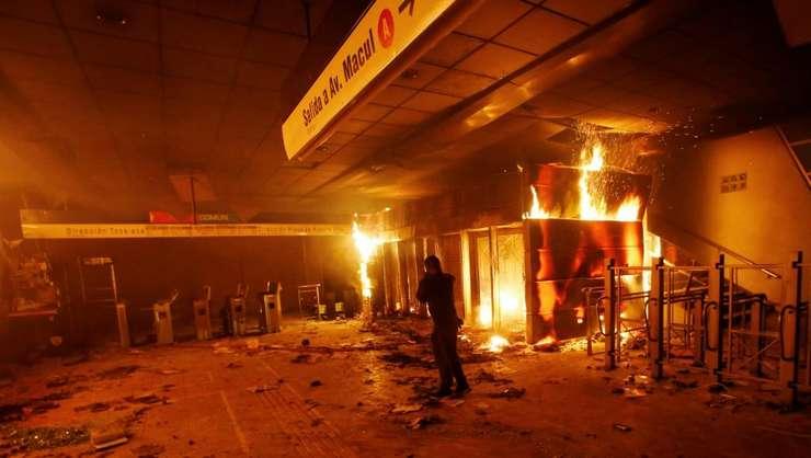 Proteste la Santiago de Chile (Foto: Reuters/Ramon Monroy)