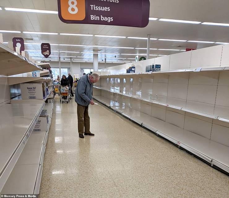 Rafturi goale la Sainsbury