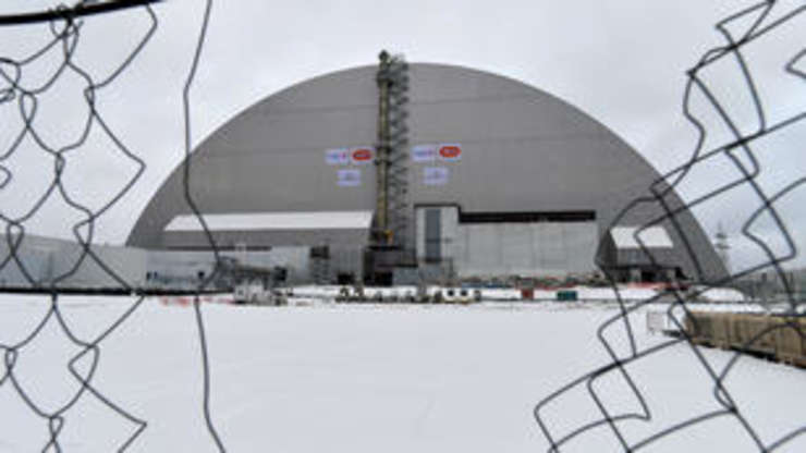 Sarcofagul ce ar trebui sa securizeze timp de 100 de ani reactorul 4 de la Cernobîl,  29 novembre 2016.