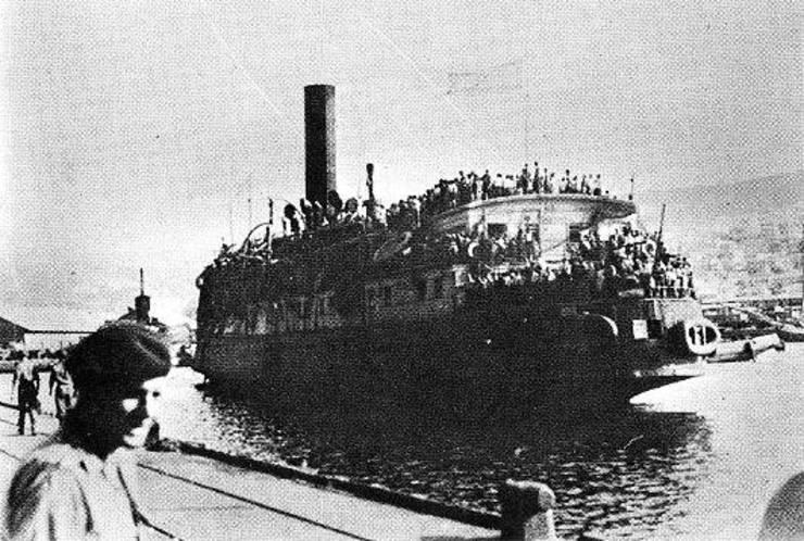 Evrei emigrând din România în Palestina pe vasul Smirnîi în 1945