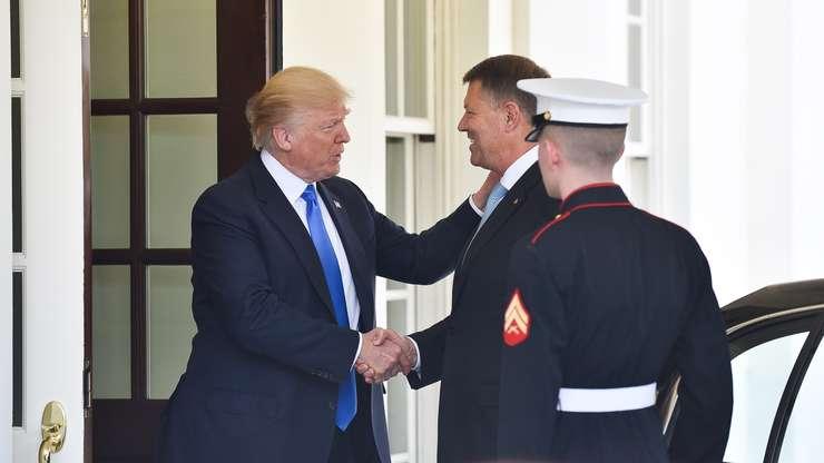 Donald Trump îl primeşte pe Klaus Iohannis la Casa Albă (Sursa foto: www.presidency.ro)