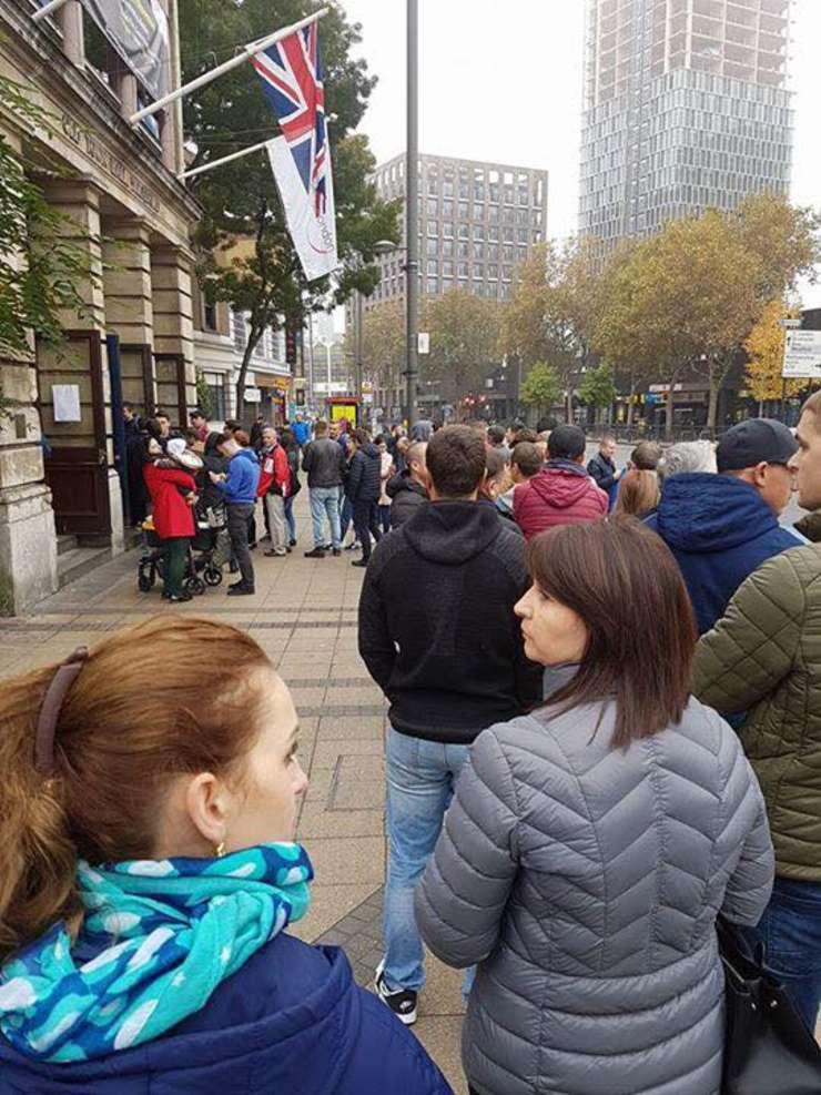 La Startford, una din cele două secții de votare la Londra, stăteau la coadă peste 100 de persoane