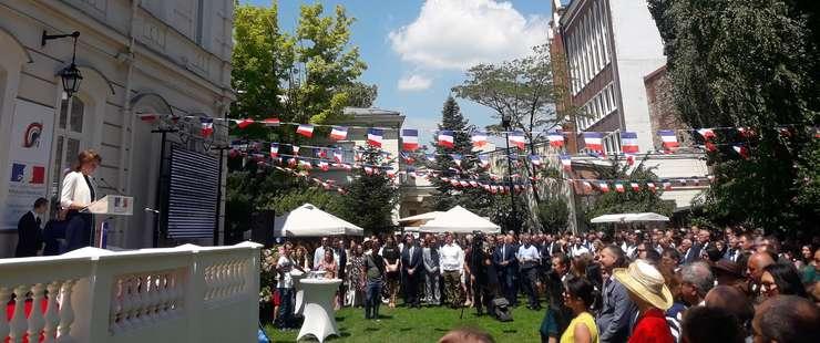 Ziua Franţei, în grădina ambasadei din Bucureşti (Foto: RFI)