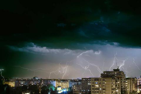 Cod galben de furtuni în 12 judeţe din ţară