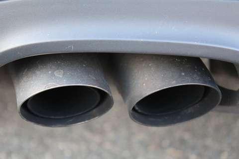 Taxa pe poluare, eliminată de miercuri. Impactul asupra mediului şi siguranţei traficului