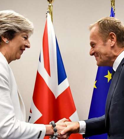 Theresa May şi Donald Tusk la un precedent summit european la Bruxelles.