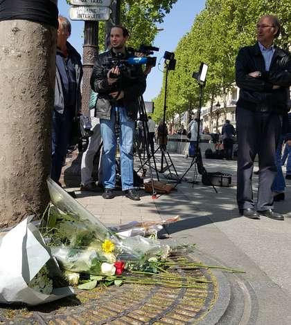 Locul unde a fost ucis asearà politistul pe Avenue des Champs-Elysées
