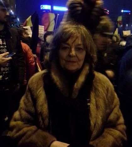 Poeta Ana Blandiana, la protestele din 2017 din Piaţa Victoriei - arhivă (Sursa foto: Facebook/Ana Blandiana)