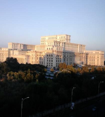 Tensiuni în Parlament, înaintea moţiunii de cenzură (Foto: RFI/Cosmin Ruscior)