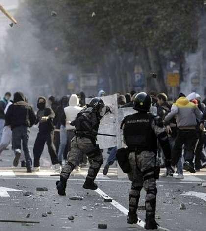 Mii de oameni continua sa ceara in strada demisia presedintelui Alexandr Vucic