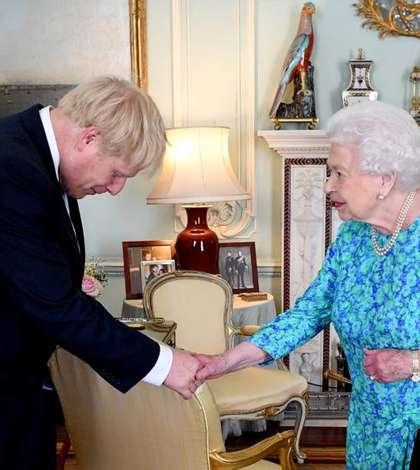 Regina Elisabeta a II-a și prim ministrul Boris Johnson