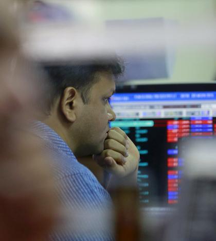 Bursele internaţionale, în scădere, pe fondul crizei din Grecia (Foto: Reuters/Danish Siddiqui)