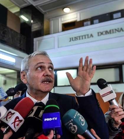 Liviu Dragnea asigură că social-democraţii care-l contestă nu vor fi daţi afară din PSD (Foto: AFP/Daniel Mihăilescu)