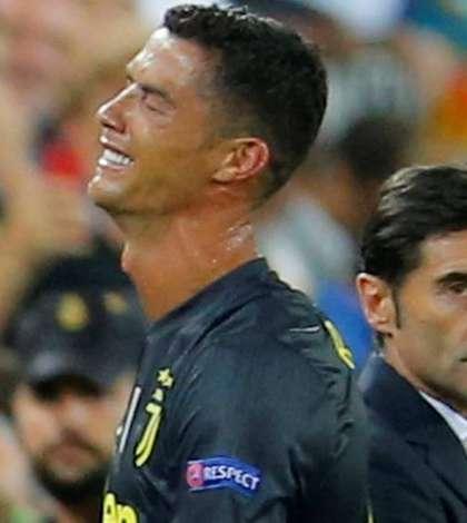 Ronaldo, în lacrimi, la meciul Valencia-Juventus (Foto: Reuters/Heino Kalis)