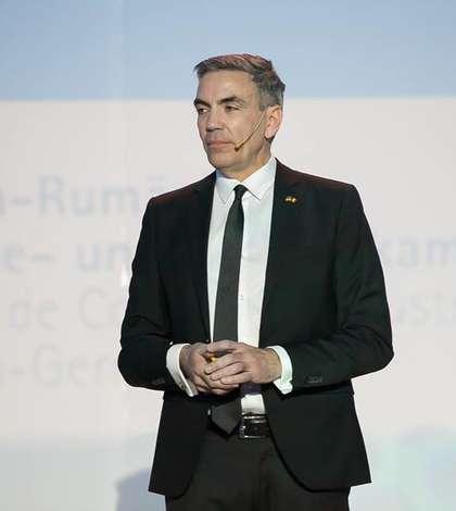 """""""Trebuie restabilită încrederea în România"""", declară la RFI președintele Camerei de Comerţ şi Industrie Româno-Germană, Dragoș Anastasiu."""