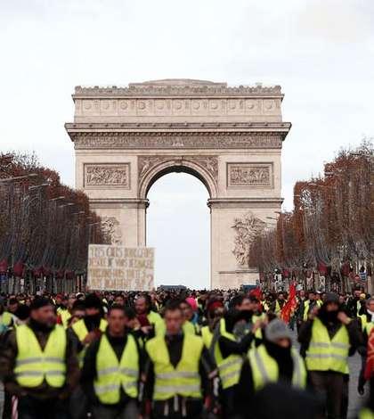 """""""Veste galbene"""" pe bulevardul Champs-Elysées, Paris, 8 decembrie 2018"""