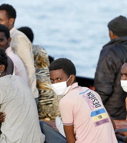 Sute de imigranţi ajung zilnic pe costele europene traversând Marea Mediterană