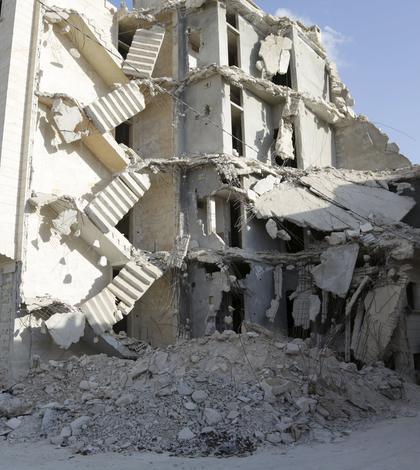 Clădire bombardată din Siria (Foto: Reuters/Khalil Ashawi)