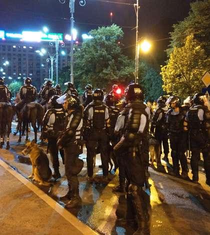 Jandarmii au intrat în forţă în Piaţa Victoriei, gonind oamenii
