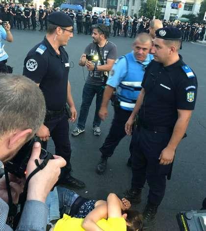 Au fost rănite 452 de persoane, dintre care 35 au fost jandarmi