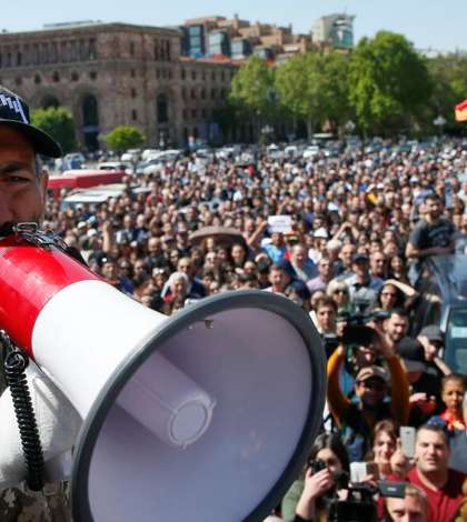 Liderul opozitiei din Armenia - Nikol Pashinyan se adreseaza multimii prezente la Erevan, 25 aprilie 2018