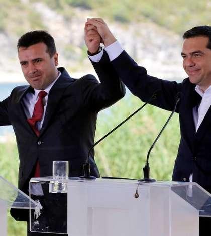 Premierul grec Alexis Tsipras si omologul sàu macedonean Zoran Zaev, 17 iunie 2018 la Psarades.