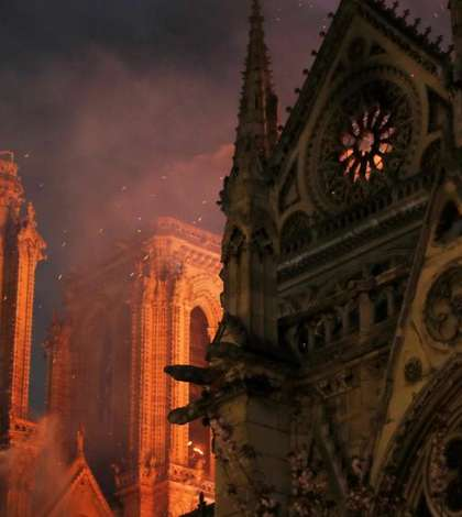 In 1163, Papa Alexandru al III-lea a pus piatra de temelie a catedralei Notre-Dame din Paris
