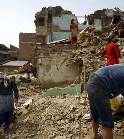 Sute de case nepaleze au fost distruse de cutremur (FOTO: REUTERS/Navesh Chitrakar)