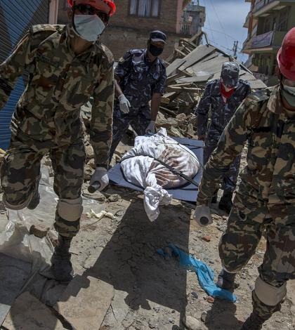 Armata nepaleză a participat la operaţiunile de salvare